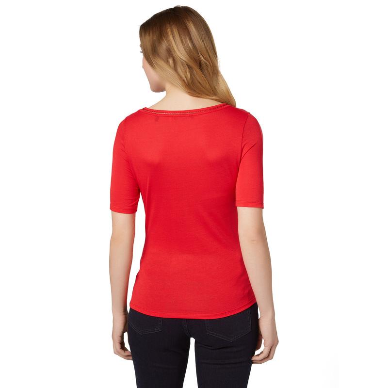 T-Shirt mit besticktem Ausschnitt in red