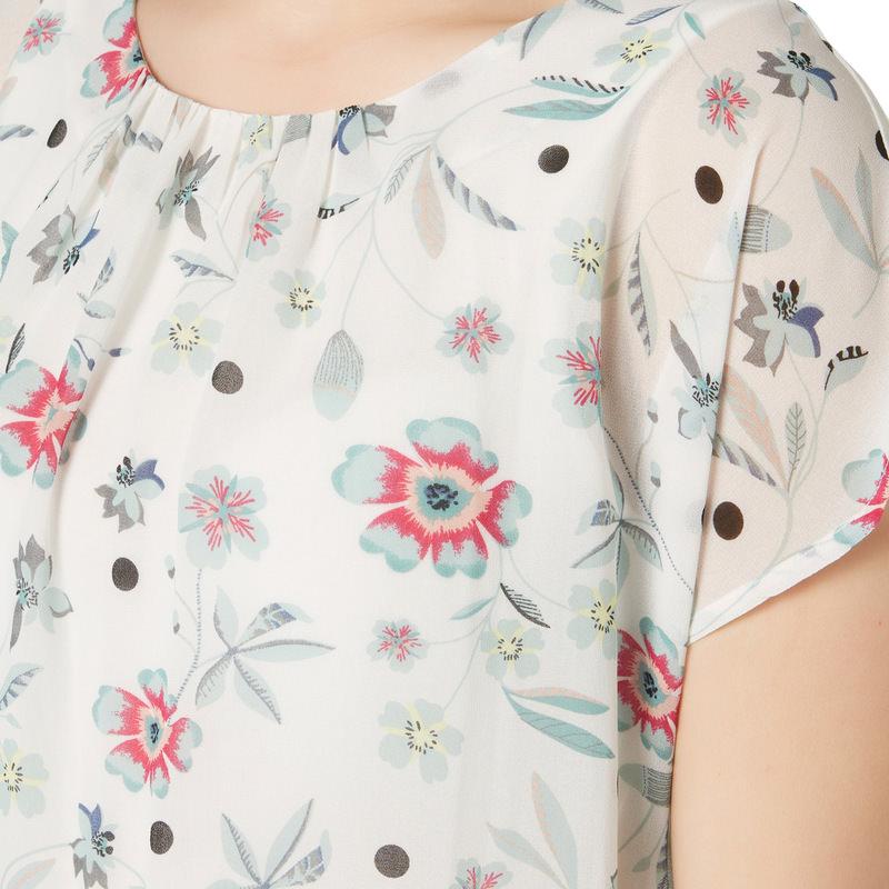 Bluse in floralem Design in offwhite