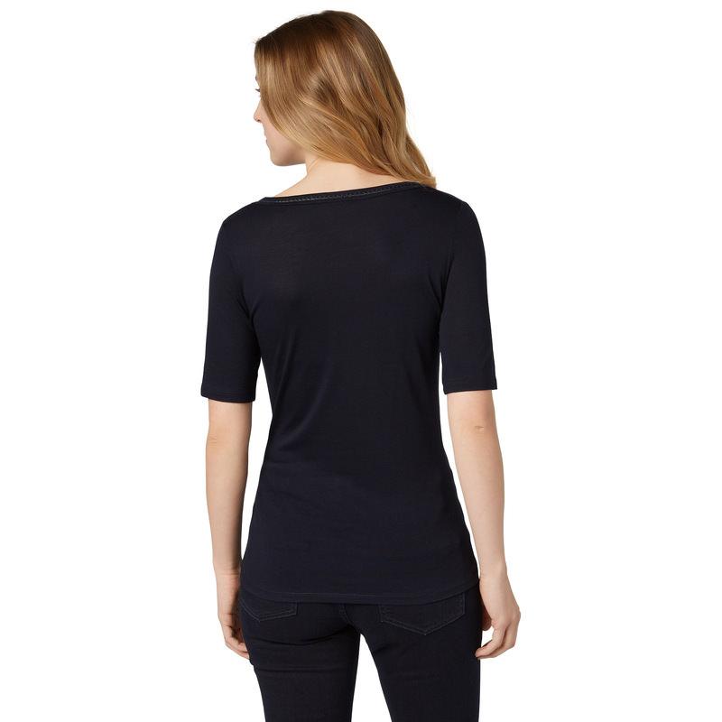 T-Shirt mit besticktem Ausschnitt in blue black