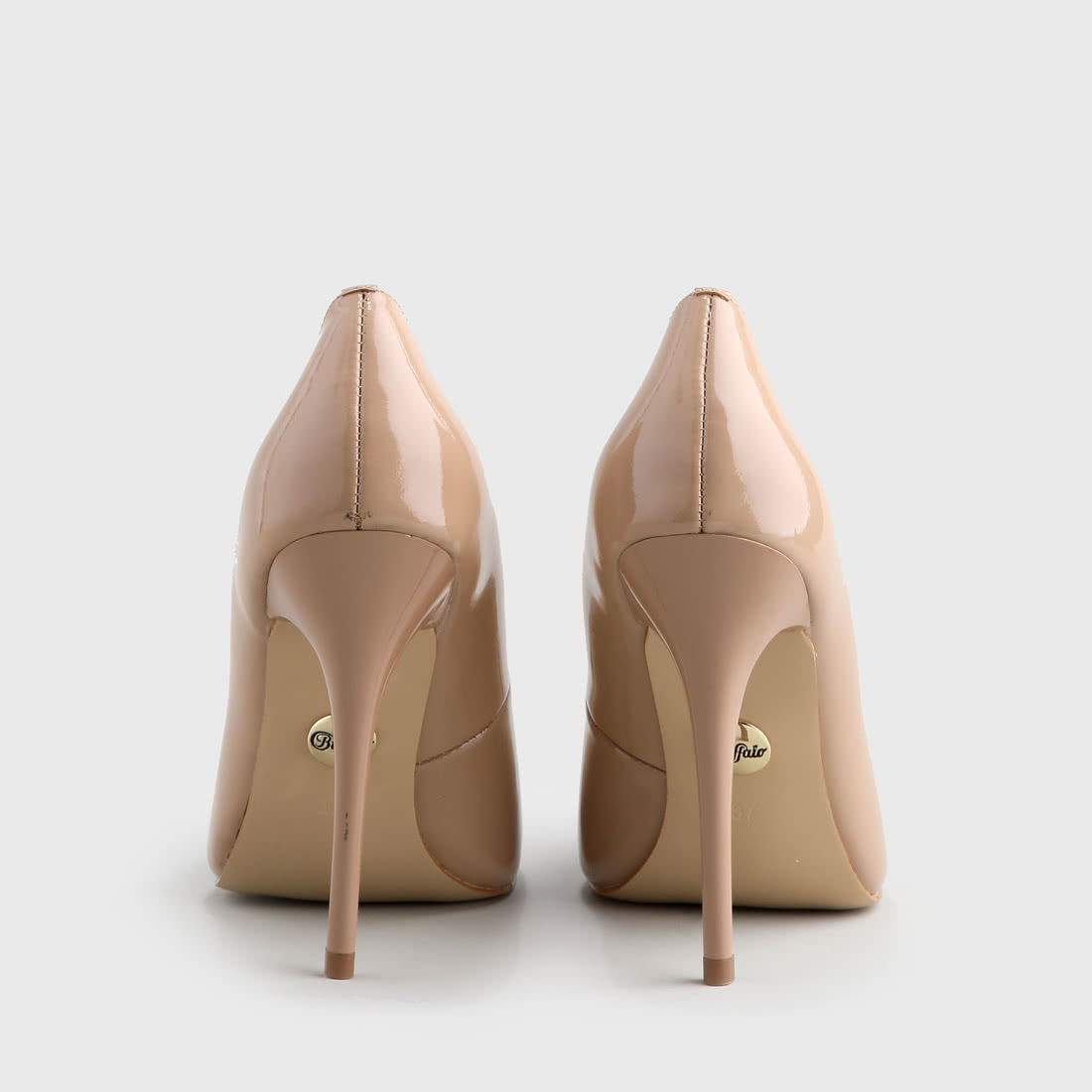 Buffalo pointy pumps patent leather 11 cm beige