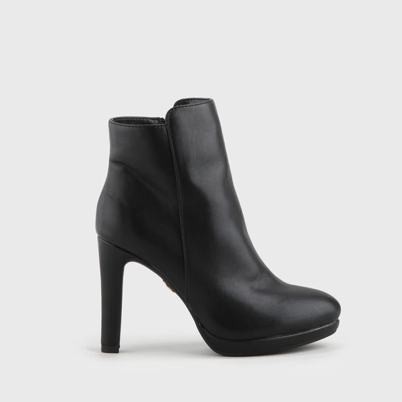 Buffalo Bootie black