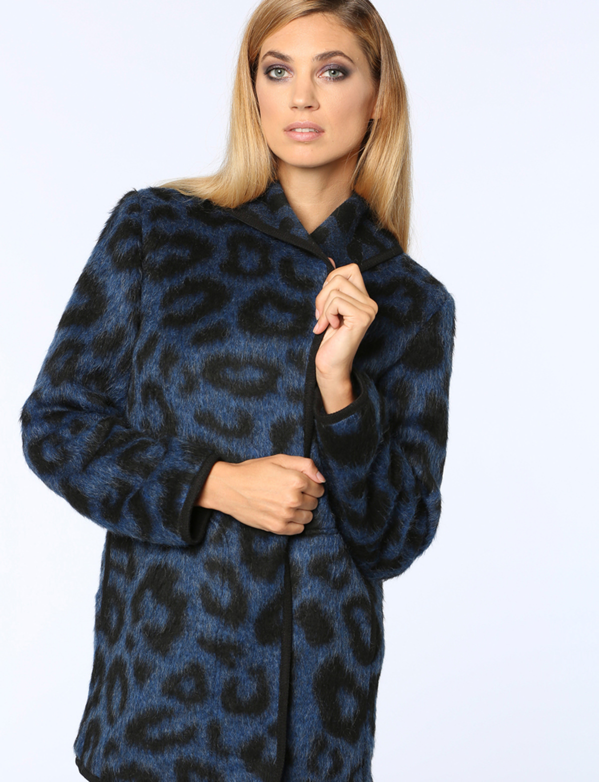 4d643bb0db30 John in Blau jetzt im Jones Onlineshop kaufen | Jones Fashion