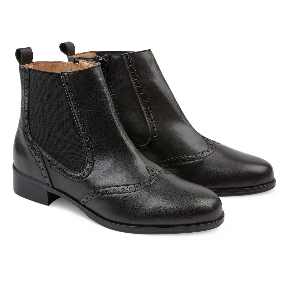 Wie schwarze enge Jeans mit schwarzer Chelsea Stiefel aus