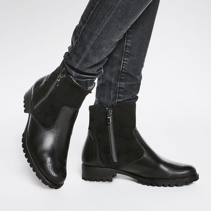 Lammfell Stiefelette Schwarz – modischer und bequemer Schuh für Hallux  valgus und empfindliche Füße von LaShoe 0f4b900ebe
