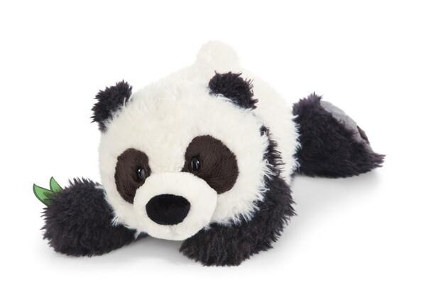Liegender Kuscheltier Panda Yaa Boo mit Bambusblatt in der Pfote