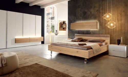 Schlafzimmer   Wohlfühlfaktor Garantiert. Schlafzimmermöbel Aus Holz Und  Lack
