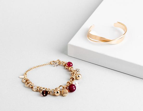 zarte highlights fur jedes handgelenk mit perlen oder strasssteinen