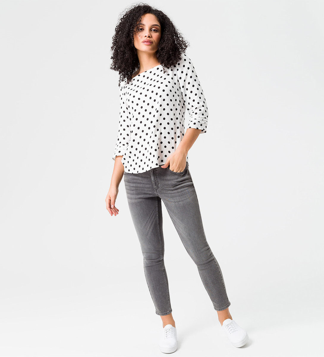 Bluse mit Polka Dots in offwhite