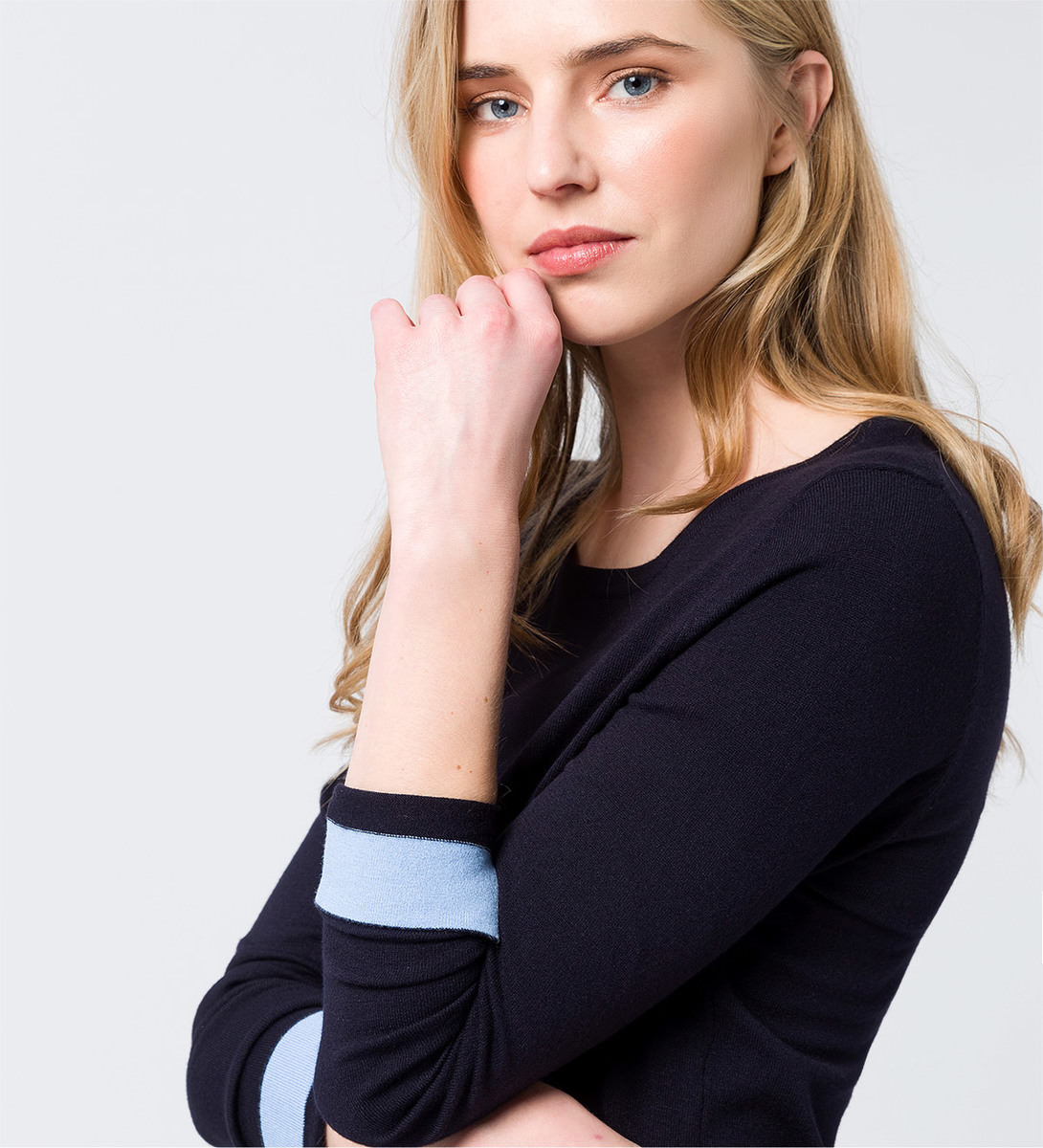 Pullover mit geschlitztem High-Low-Saum in blue