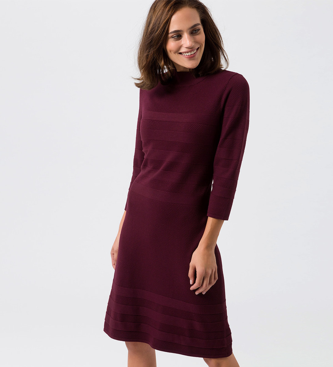 Kleid mit gestreifter Strickstruktur in grape red