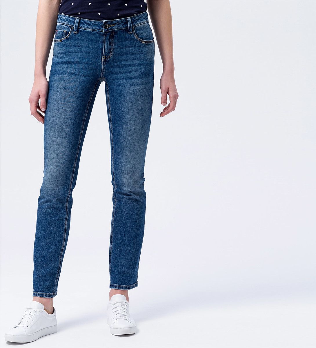 Jeans in Straight fit 32 Inch in vintage blue wash