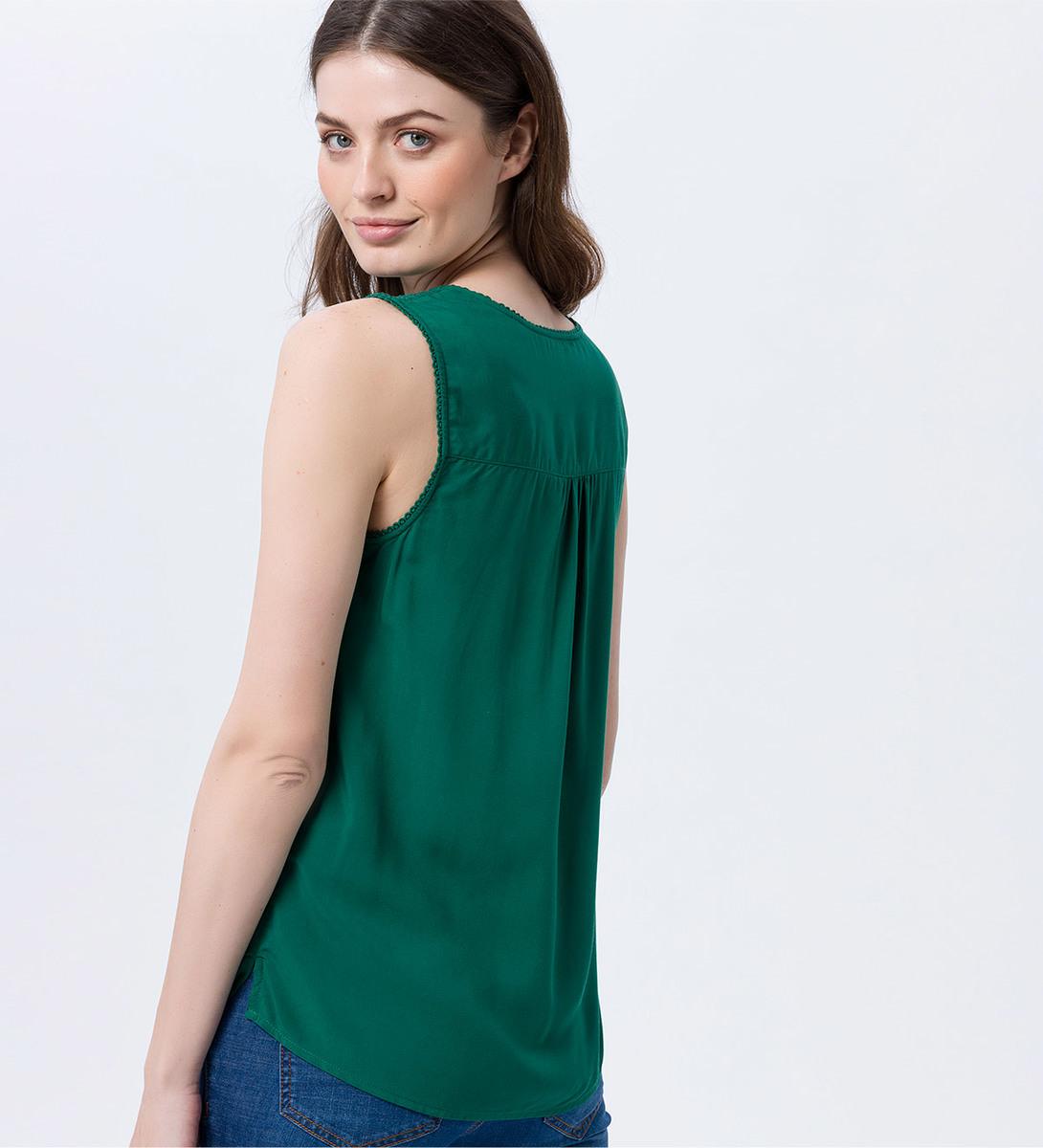 Bluse mit Spitzendesign in smaragd