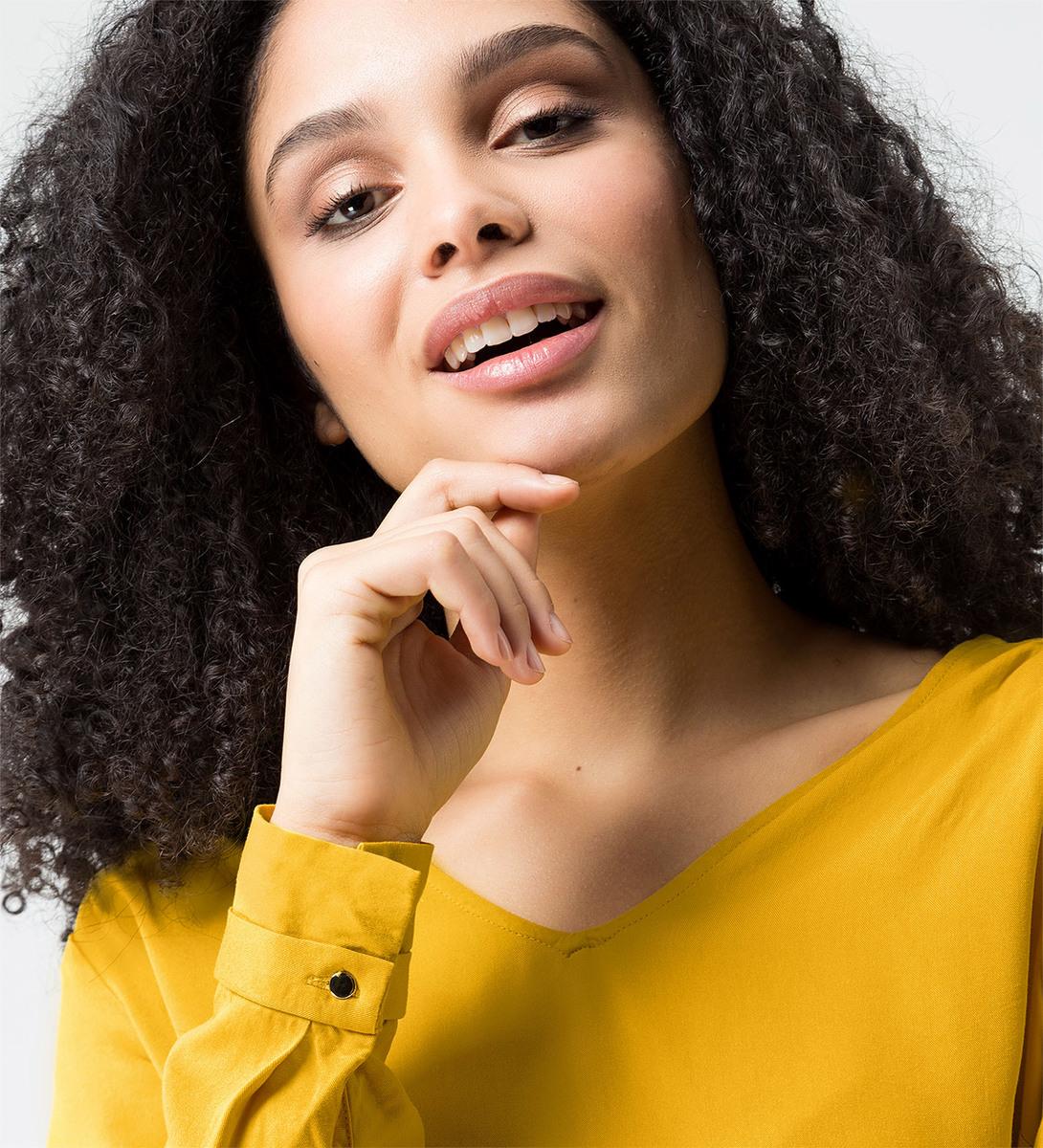 Bluse mit V-Ausschnitt in safran yellow