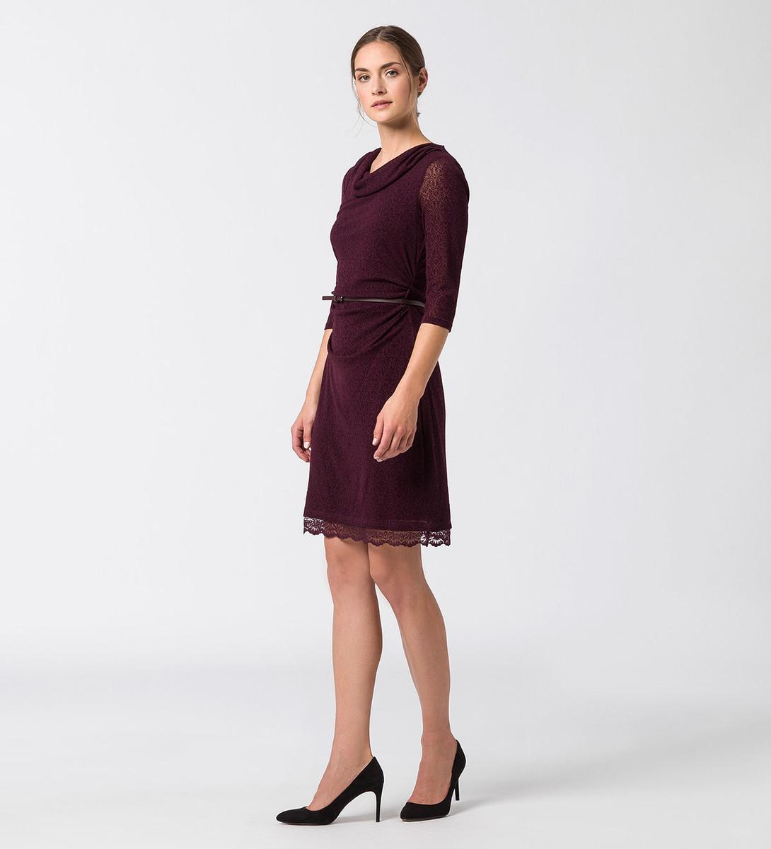 Kleid mit Ornamenten in plum