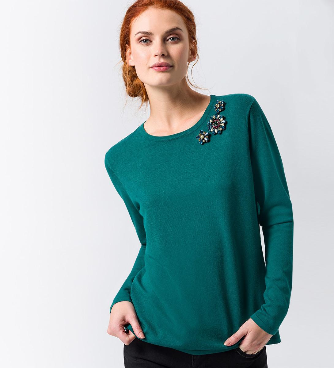 Pullover mit Glitzerbroschen in deep ivy