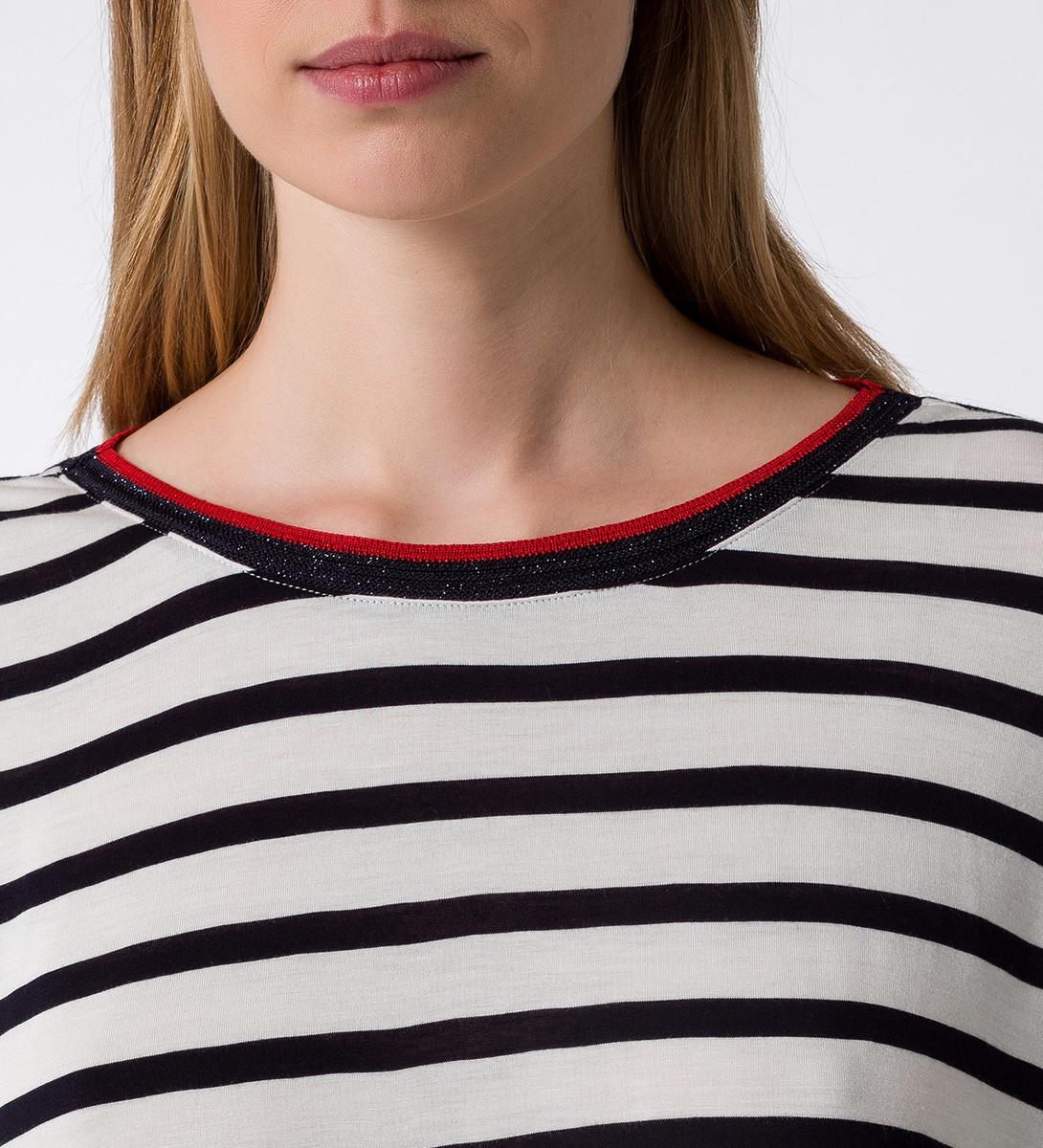 T-Shirt mit Streifen in offwhite