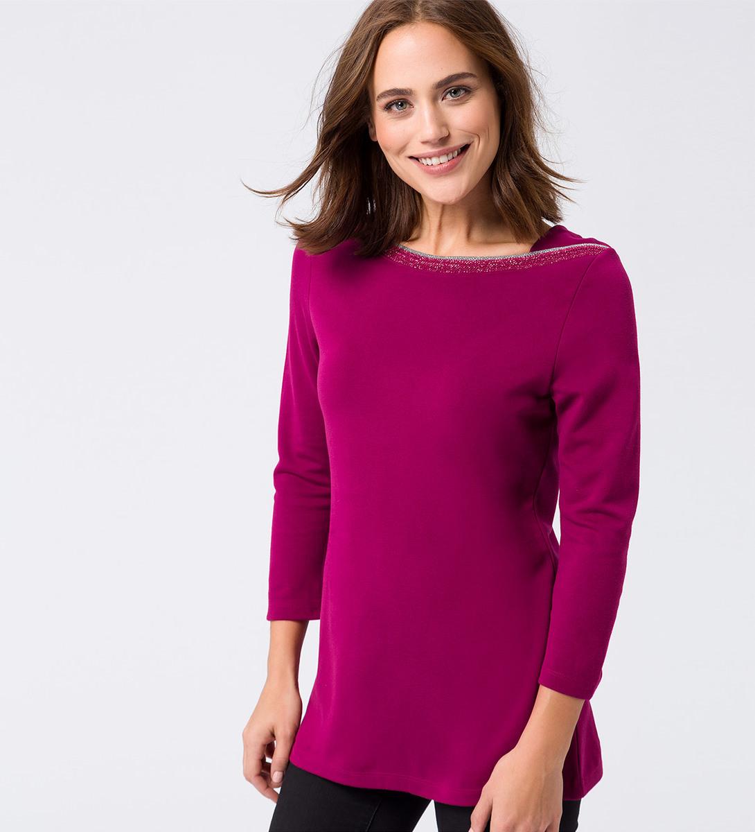 Shirt mit glitzerndem Ausschnitt in dark magenta