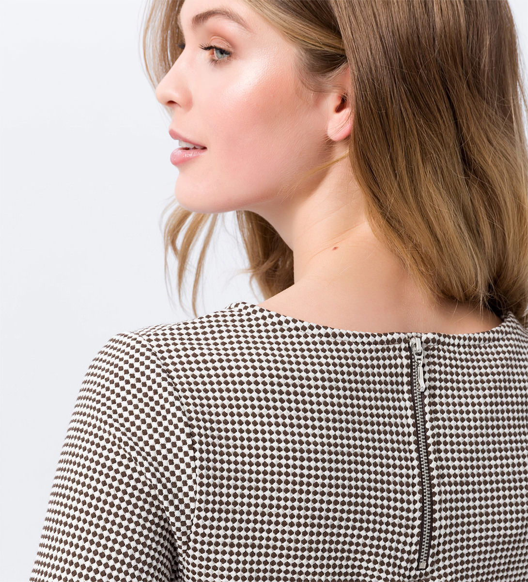 Shirt mit Minimal-Muster in milk chocolate