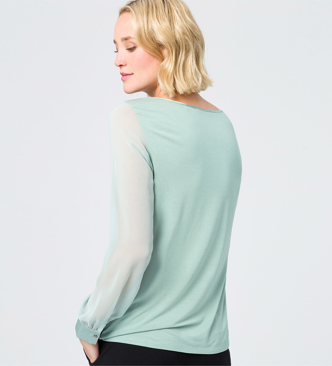Blusenshirt im Chiffon-Look in light jade