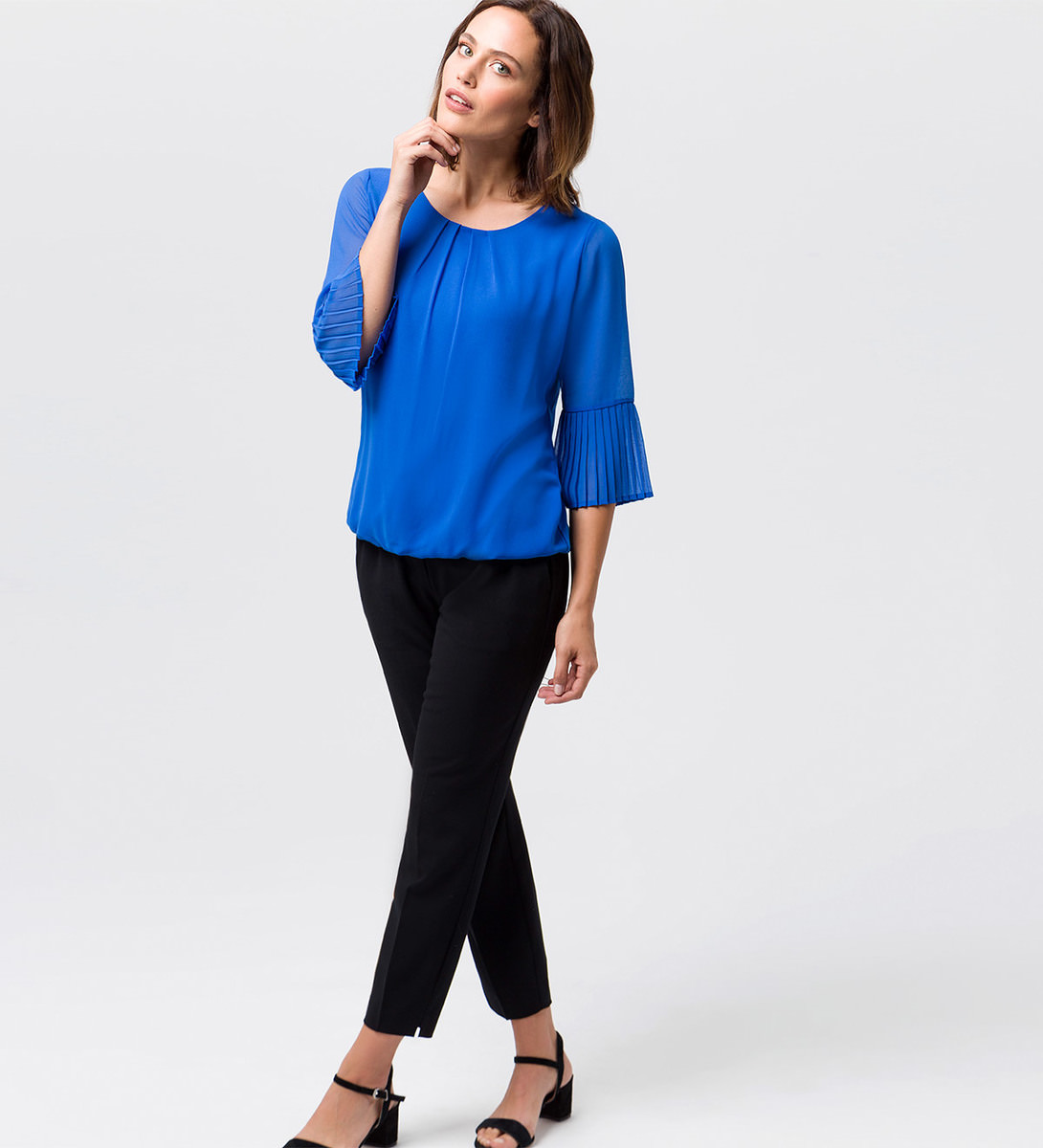 Top im transparenten Design in cobalt blue