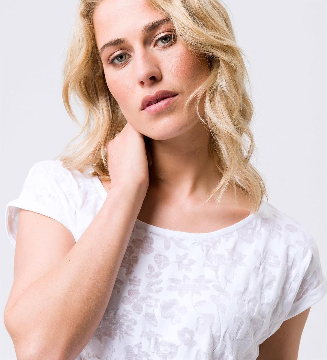T-Shirt mit Ausbrennermuster in white