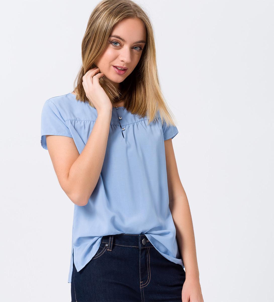 Bluse mit kleiner Knopfleiste in azur blue