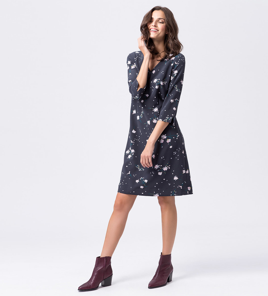 Kleid mit floralem Print in black