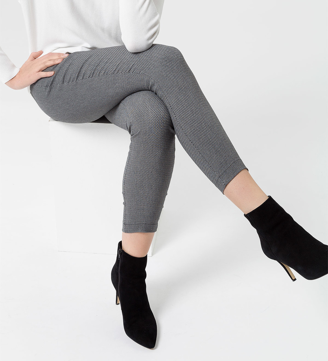 Hose mit Minimalmuster in black