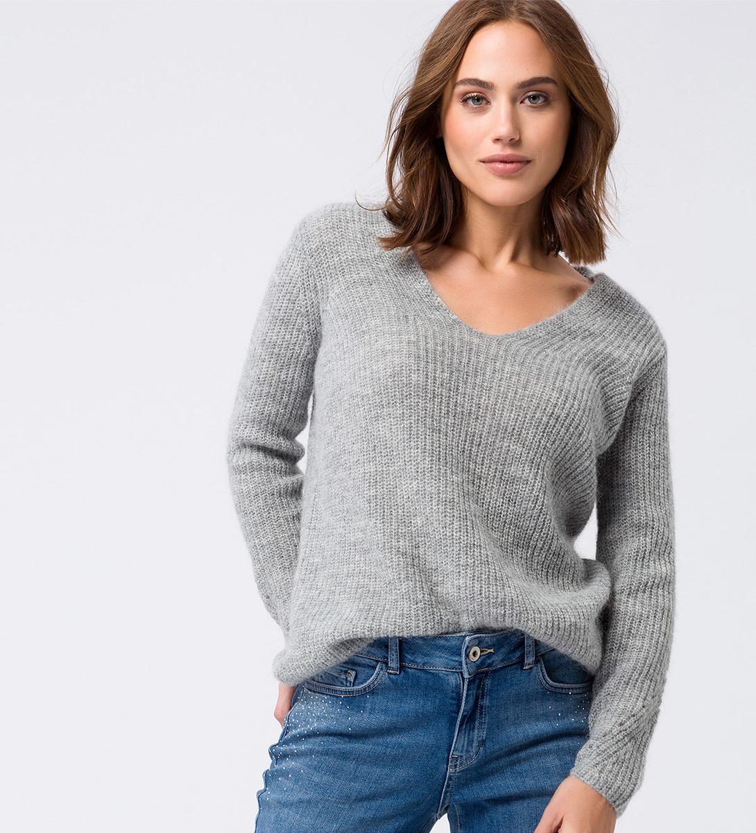 Pullover mit weitem V-Ausschnitt in stone grey
