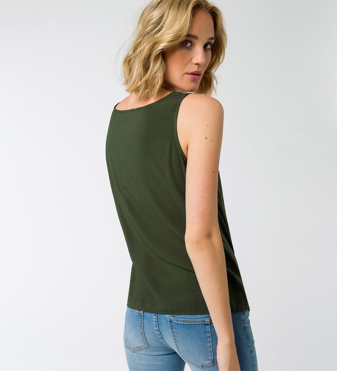Bluse mit V-Ausschnitt in cypress olive