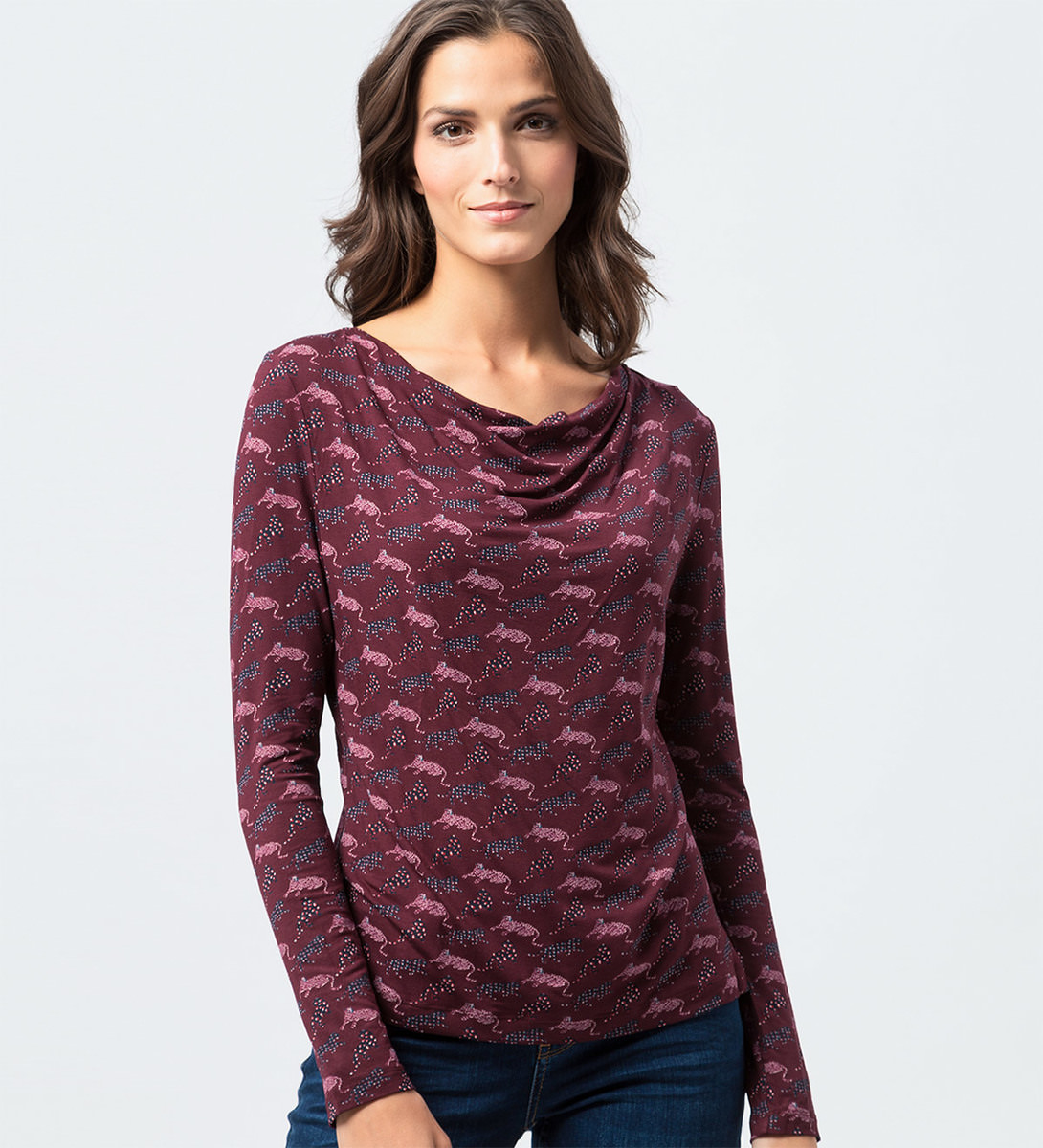T-Shirt mit U-Boot-Ausschnitt in grape red