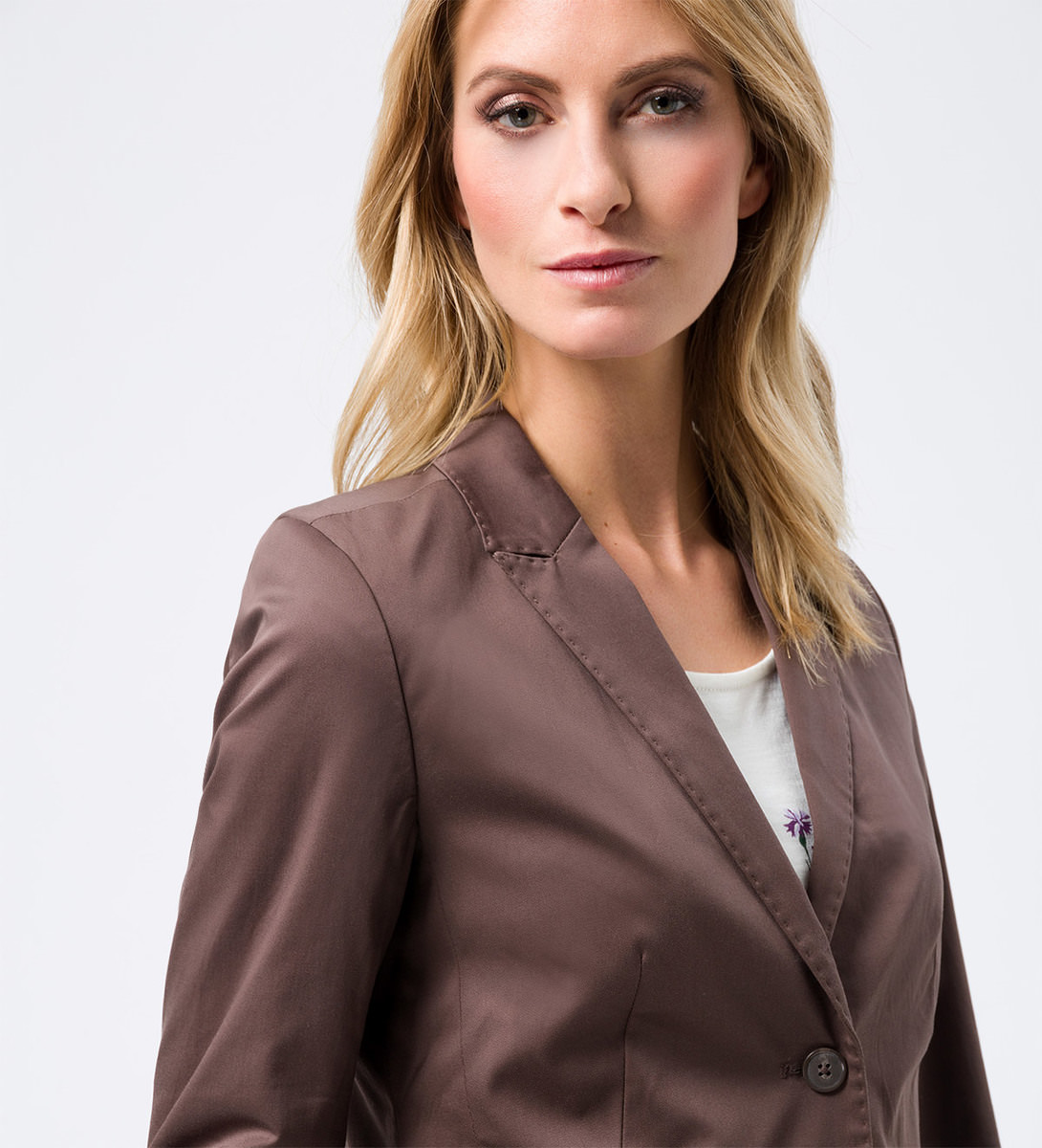 Blazer im femininen Design in brown