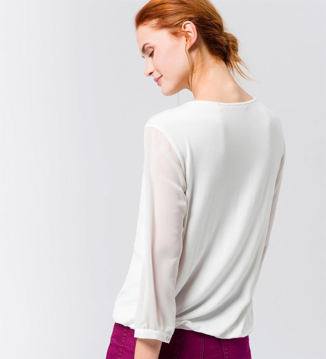 Bluse mit Zierdekor am Ausschnitt in offwhite