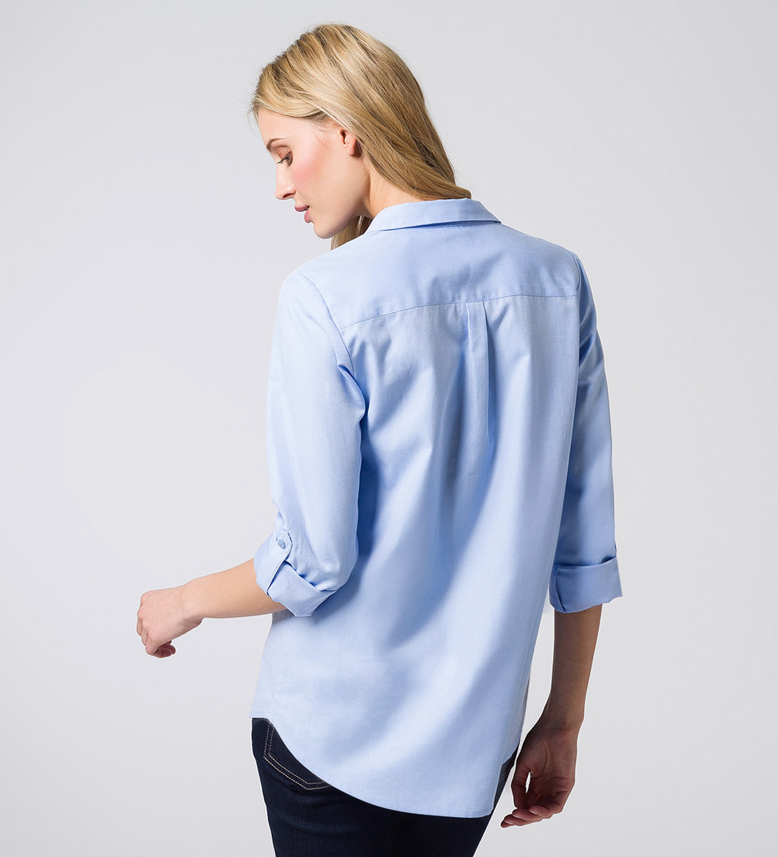 Bluse mit aufgesetzter Brusttasche in arctic blue