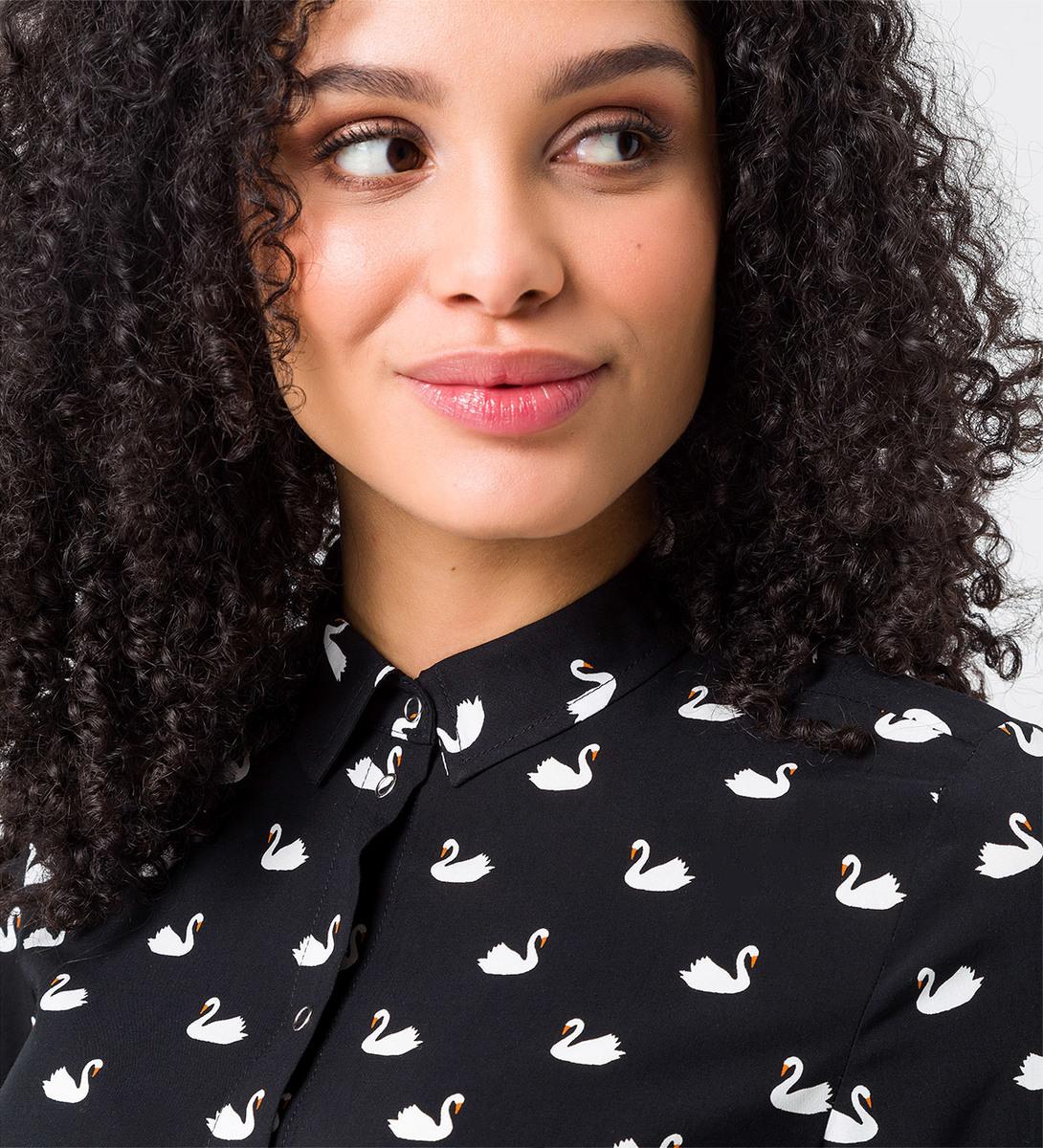 Bluse mit Schwan-Print in black