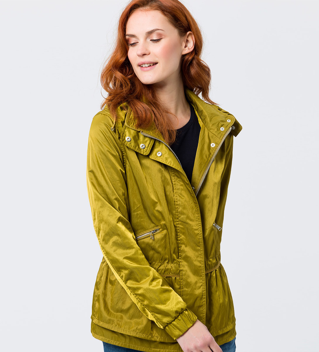 Jacke mit Kapuze in avocado green