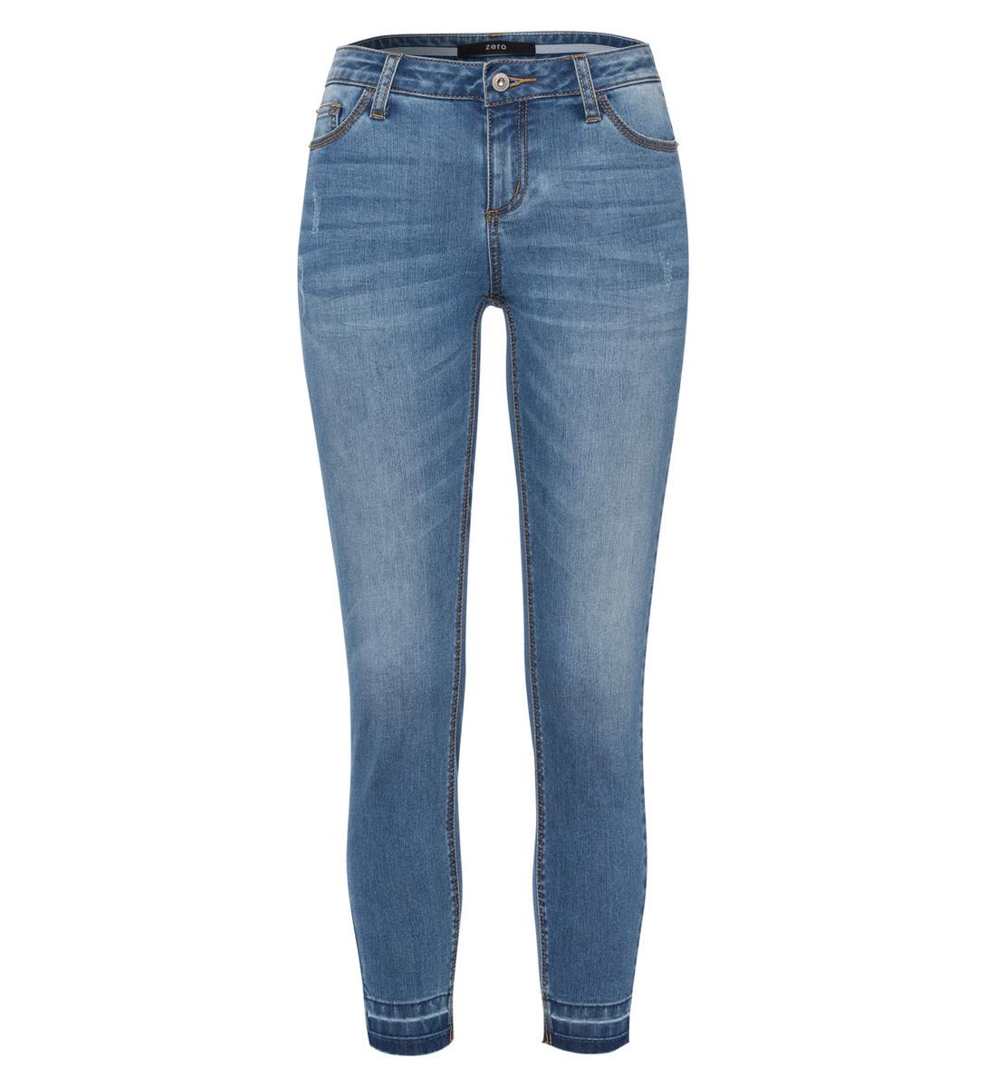 Jeans mit feinen Fransen am Saum in mid blue