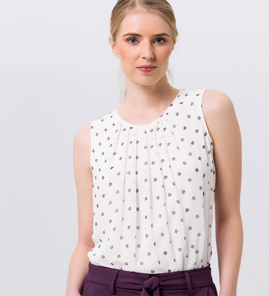 Bluse mit Blümchenmuster in offwhite