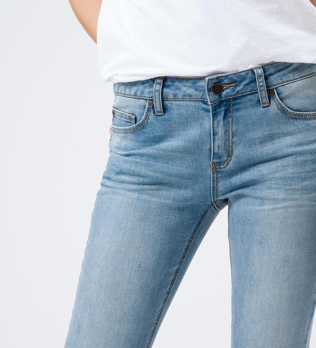 Jeans im Five-Pocket-Design in light blue authentic wash