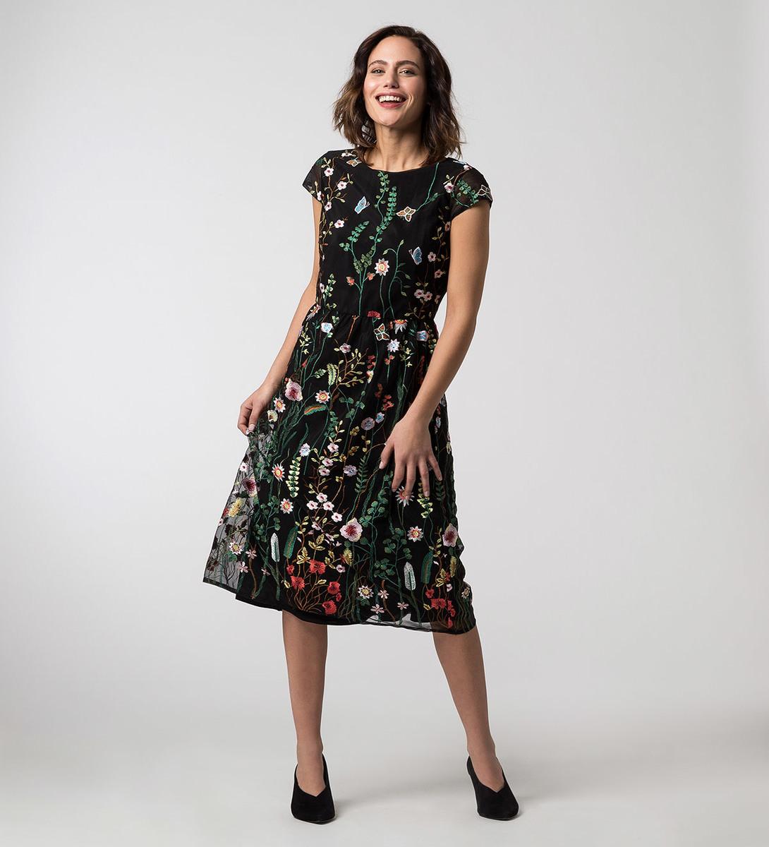Kleid mit Stickereien in black