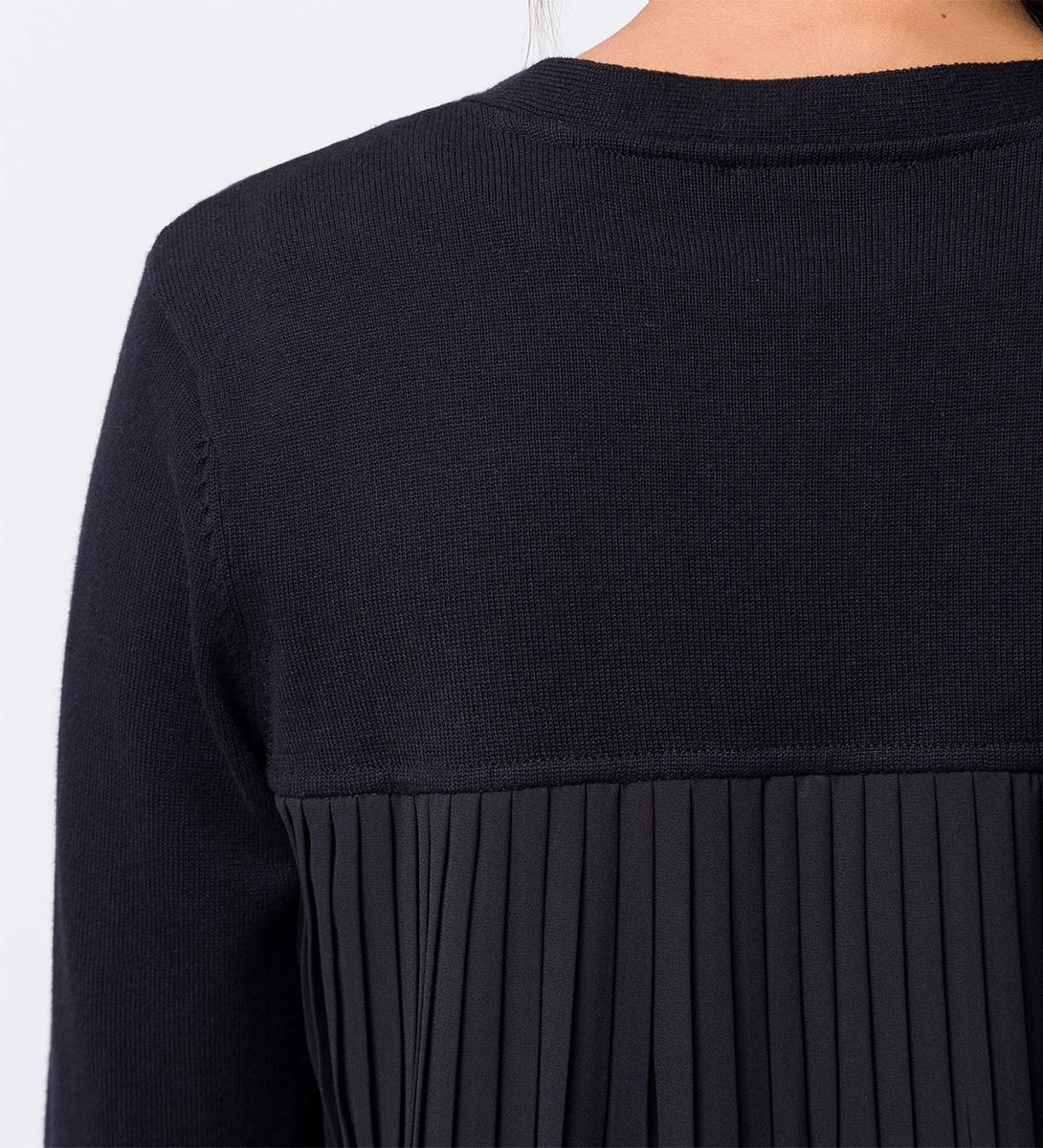 Strickjacke mit Plisseefalten hinten in black