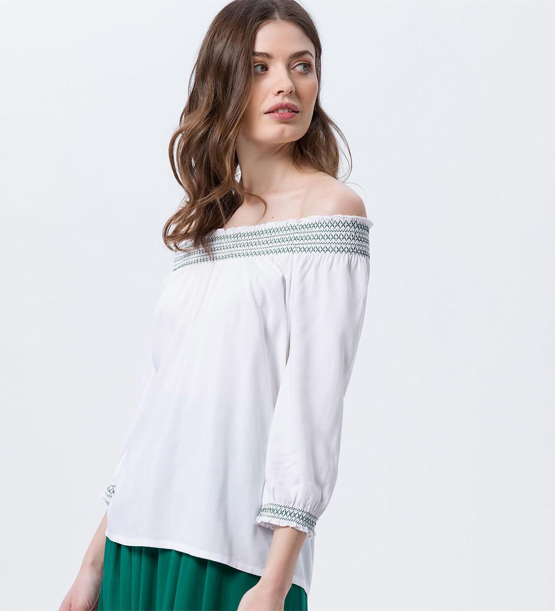 Bluse mit Carmenausschnitt in white