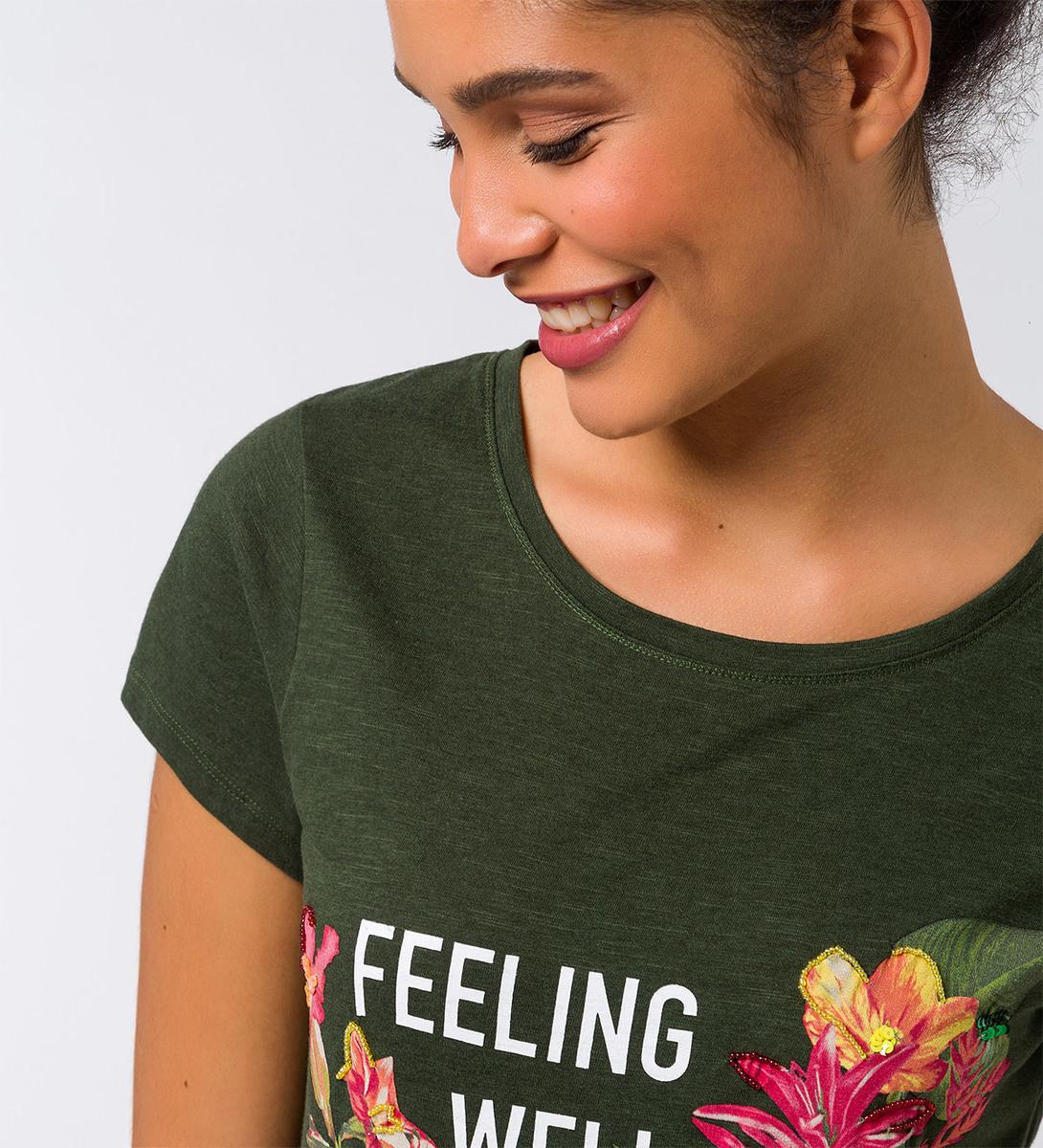 T-Shirt mit Aufdruck und Stickereien in cypress olive
