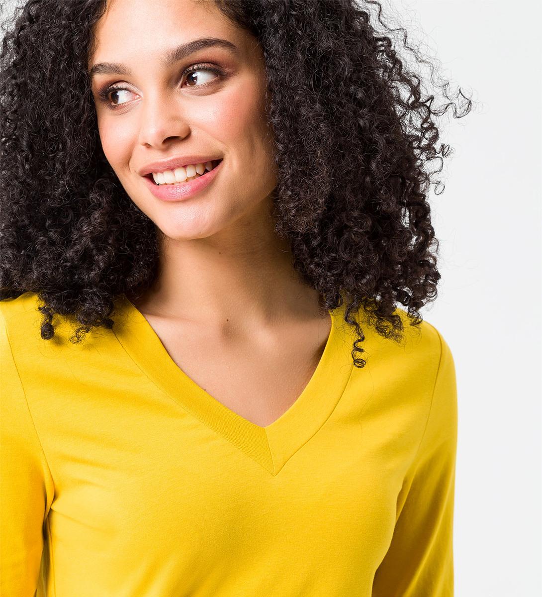 Shirt mit V-Ausschnitt in safran yellow