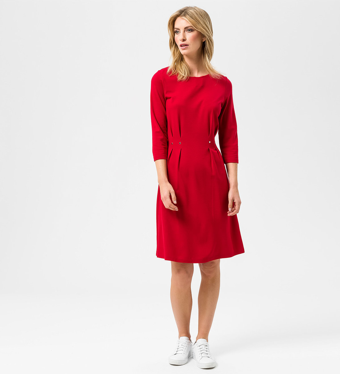 Kleid mit Nietendetail in chili red