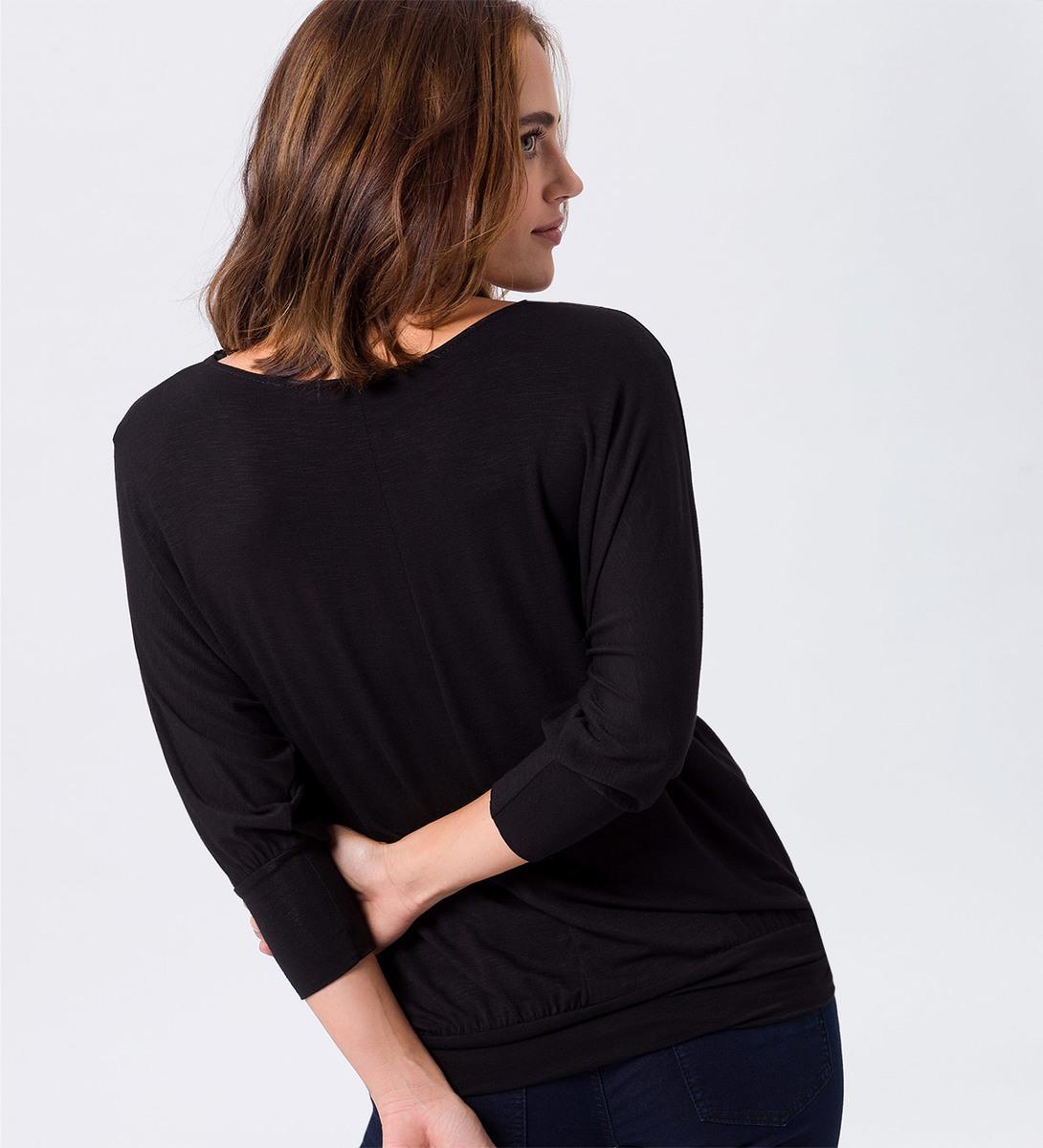 T-Shirt mit U-Boot-Ausschnitt in black