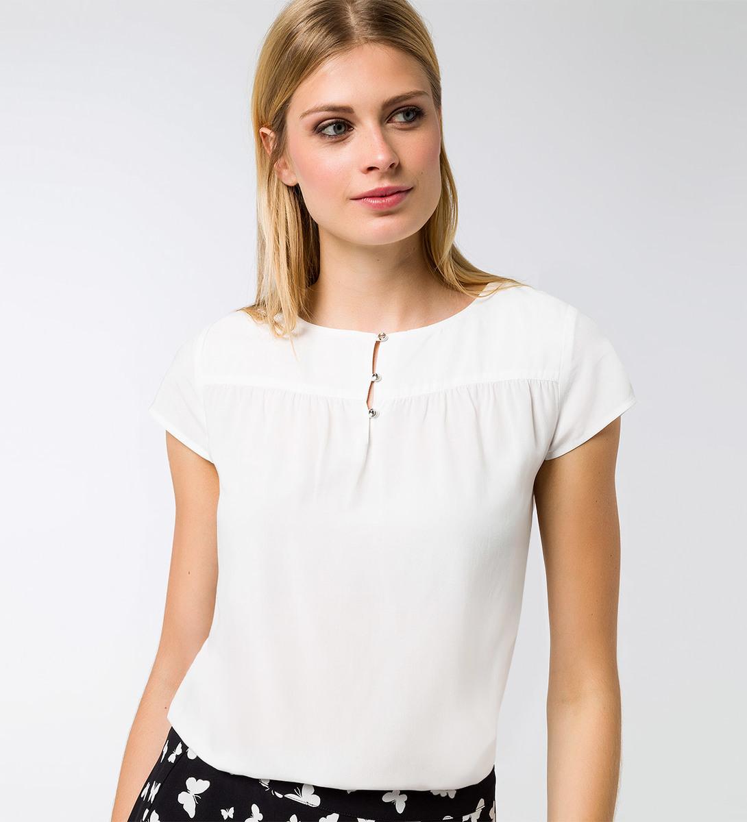 Bluse mit kleiner Knopfleiste in offwhite
