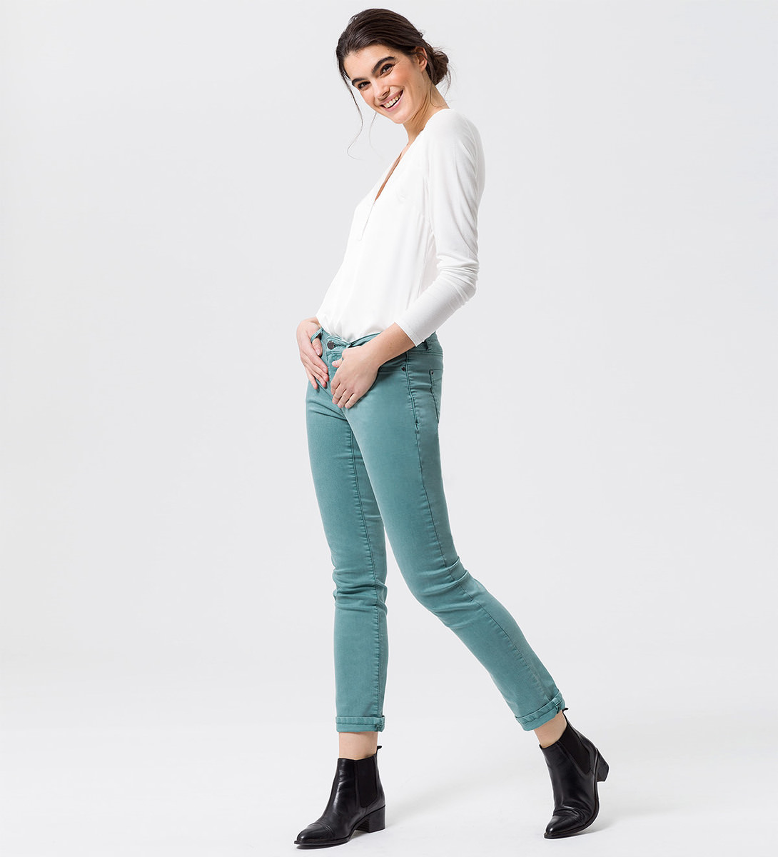 Jeans mit dekorativen Applikationen 32 Inch in dusk jade