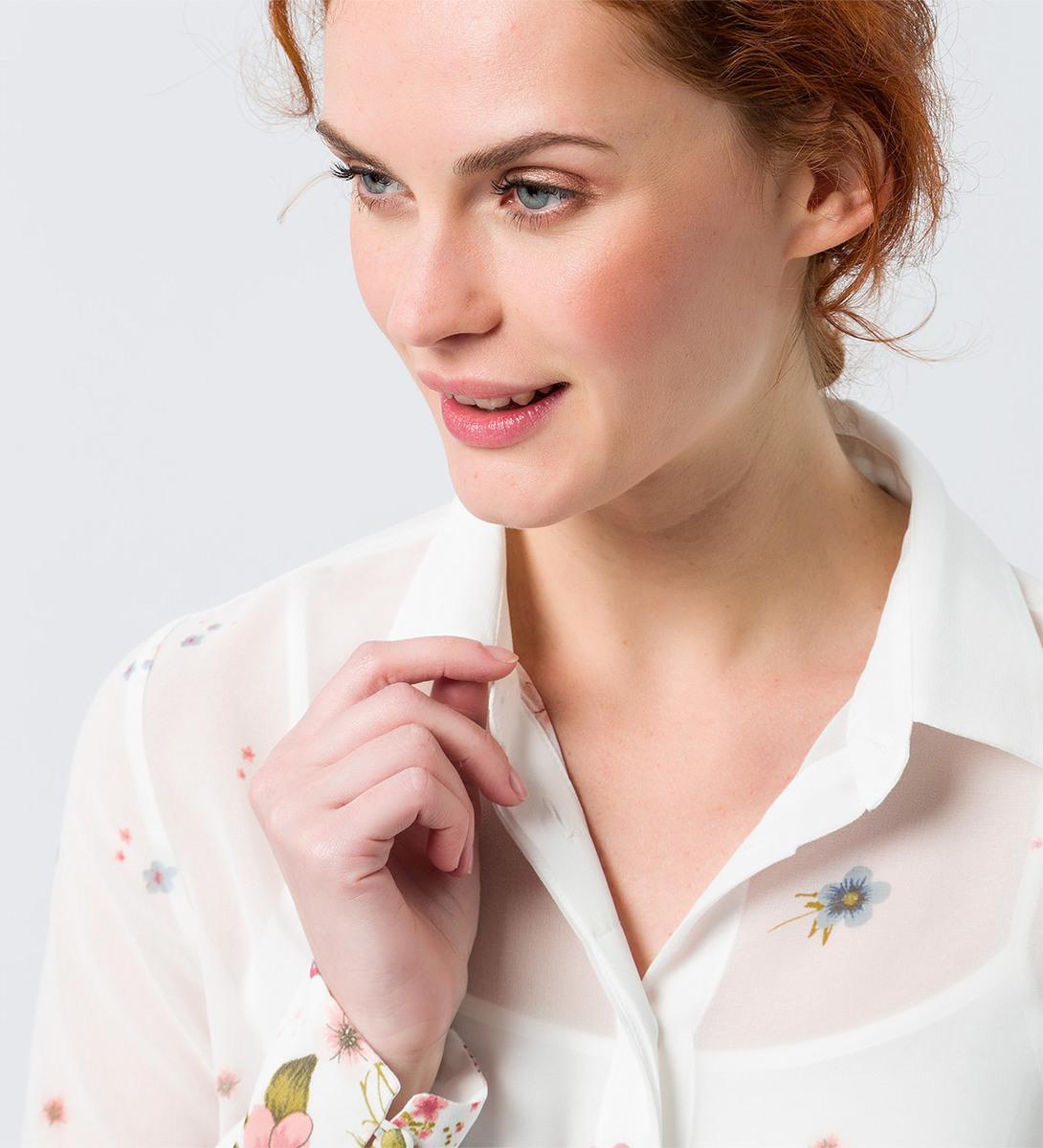 Bluse mit Blumenmuster in off white