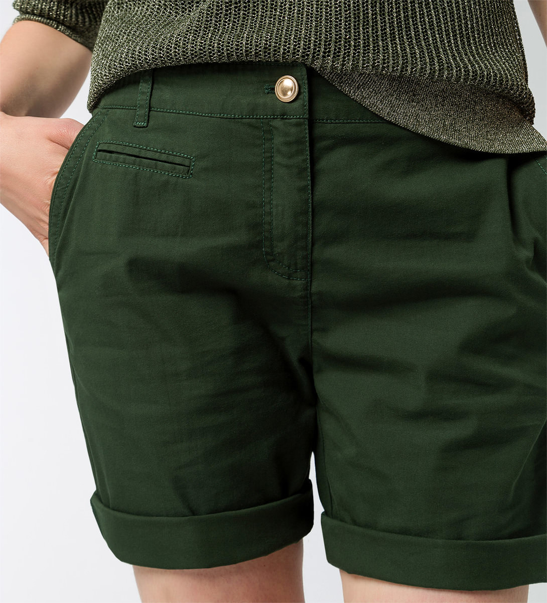 Shorts mit Paspeltaschen in cypress olive